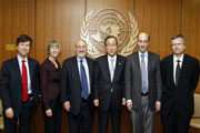 Secretary-General Ban Ki-moon (fourth from left) poses for a group photo with the world economists