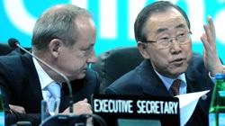 L-R: UNFCCC Executive Secretary Yvo do Boer and UN Secretary-General Ban Ki-moon