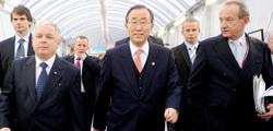 L-R: Lech Kacynski, President of Poland, UN Secretary-General Ban Ki-moon, and UNFCCC Executive Secretary Yvo de Boer walking to the opening plenary.