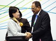 Outgoing GC-27/GMEF President Hassan Abdel Hilal congratulates incoming UNEA President Oyun Sanjaasuren